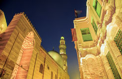 Qalawun复合体, El Moez街道在晚上 库存照片
