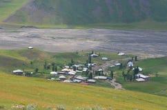 Qalayxudat, Azerbaigian, un paesino di montagna a distanza nella maggior gamma di Caucaso Immagine Stock Libera da Diritti