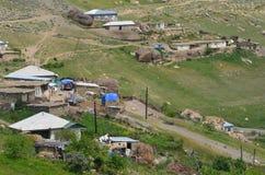 Qalayxudat, Azerbaigian, un paesino di montagna a distanza nella maggior gamma di Caucaso Fotografia Stock Libera da Diritti