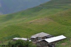 Qalayxudat, Azerbaigian, un paesino di montagna a distanza nella maggior gamma di Caucaso Fotografie Stock Libere da Diritti