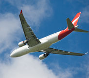 Qantas Airbus A330 no vôo Fotografia de Stock Royalty Free