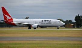 Qantas Boeing 737-800 Länder in Christchurch Lizenzfreies Stockfoto