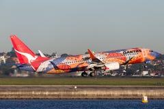 Qantas Boeing die 737-800 ` Yananyi ` met zijn distinctief inheems kunstwerk dromen royalty-vrije stock foto