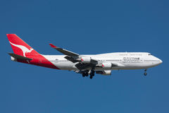 Qantas Boeing 747-438/ER VH-OEH on approach to land at Melbourne International Airport. royalty free stock photos