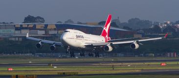 Qantas Boeing 747 jet airliner landing in Sydney Stock Photography