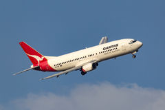 Qantas Boeing 737-476 VH-TJF turning on approach to Melbourne International Airport. Melbourne, Australia - September 28, 2011: Qantas Boeing 737-476 VH-TJF Stock Images
