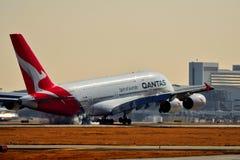 Qantas-Fluglinien Airbus A380, der für eine Landung hereinkommt lizenzfreie stockfotos