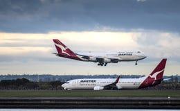 QANTAS flygbolag på Sydney International Airport Royaltyfri Fotografi