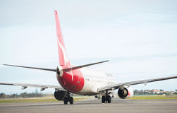 Qantas planieren bei Adelaide Airport Lizenzfreie Stockbilder
