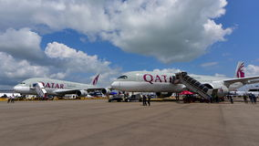 Qatar Airways Airbus A380 e A350-900 XWB na exposição em Singapura Airshow Fotos de Stock Royalty Free
