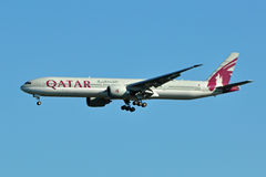 Qatar Airways Boeing 777 Landing Royalty Free Stock Photos