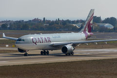 Qatar Airways-Luchtbus Stock Afbeeldingen