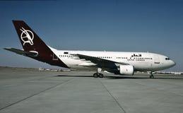Qatar Airways-Luchtbus A310-222 klaar voor een vlucht van Hamburg Royalty-vrije Stock Afbeelding