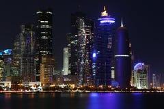 Qatar: Kommersiell mitt av Doha Royaltyfri Bild