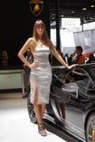 Qatar Motorshow 2011 - carrinho de Lamborghini da mulher Foto de Stock