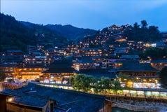 Qian HU Miao Zhai Twilight Village Landscape, Oud Chinees Cu stock afbeelding