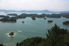 Qiandao sjö Arkivfoton