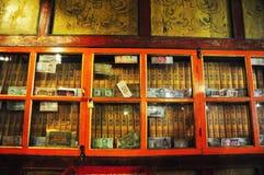 Qianlong Tripitaka nel monastero di Drepung Fotografia Stock