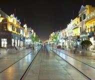 Qianmen街道晚上视图在北京,中国 免版税库存照片