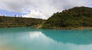 Qicaihu & x28; färg sju & x29; sjö Royaltyfri Bild