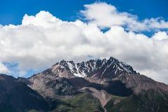 Qilian, paisagem da montanha da neve de China fotos de stock royalty free