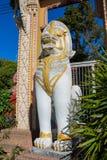 Qilin azjatykcia mitologiczna strażowa biała statua w Tajlandzkiej świątyni Obrazy Royalty Free