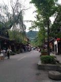 Qingcheng Oude Stad, mensen op de straten van Guzhen royalty-vrije stock afbeeldingen
