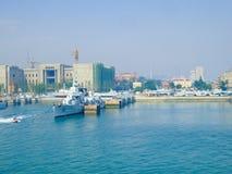 Qingdao грузит автостоянку на доке стоковые изображения