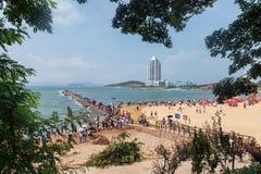 Пляж в Qingdao стоковые изображения