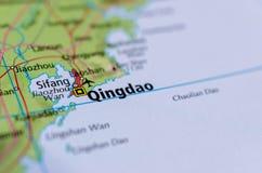 Qingdao auf Karte stockbilder