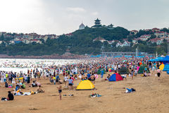 06-08-2016 - Qingdao, China - famous beach N1 crowded in summer. 06-08-2016 - Qingdao, China - famous beach N1 crowded with chinese tourists visiting the city of Stock Photography