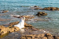 06-08-2016 - Qingdao, Chiny - Chińska para bierze ślubne fotografie, qingda Zdjęcia Royalty Free