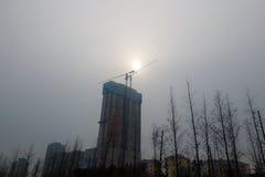 08-12-2016 - Qingdao - de vage die zon door de winter pol. is betrokken Stock Afbeelding