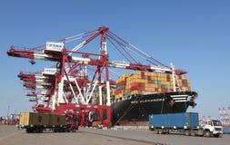 Qingdao-Hafen-Containerbahnhof Stockfoto