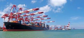 Qingdao-Hafen-Containerbahnhof Lizenzfreies Stockfoto