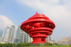 QINGDAO KINA - skulptur av den Maj fjärde marknadsfyrkanten av Qingdao 2014 i Qingdao, Kina Royaltyfri Foto