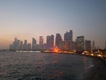 Qingdao linia horyzontu przy zmierzchem zdjęcie royalty free
