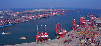Qingdao port royaltyfria bilder