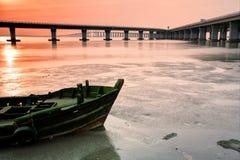 Qingdao sea-crossingbro Arkivbilder