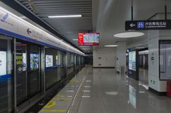 Qingdao-U-Bahn in China stockfoto