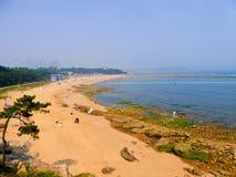 Qingdaostad het baden strand royalty-vrije stock afbeelding