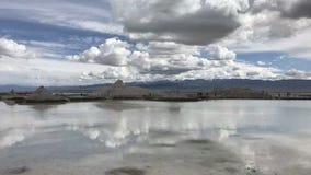 Qinghai Chaka Salt Lake Water en de Hemel zijn in één kleur royalty-vrije stock foto