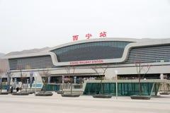 QINGHAI CHINY, Kwiecień, - 04 2015: Xining stacja kolejowa w Xining Obraz Royalty Free