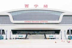 QINGHAI KINA - April 04 2015: Xining järnvägsstation i Xining Royaltyfri Bild