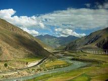 Qinghai-Tibet railway in mountains Royalty Free Stock Photos