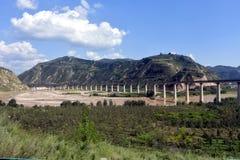 Qinling berg: landskap på den norr södra gränsen av Kina royaltyfri fotografi