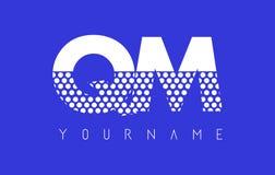 QM Q M Dotted Letter Logo Design con el fondo azul Foto de archivo