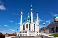 Qol Sharif moské mot den blåa himlen Arkivfoton