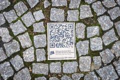 QR-code sur le trottoir Photos libres de droits