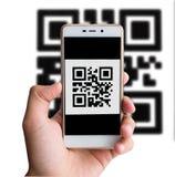 QR de transactie die van de codebetaling mobiele smartphone gebruiken Royalty-vrije Stock Fotografie